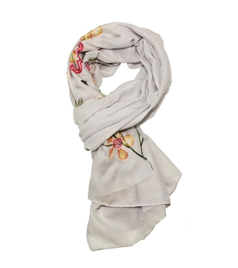 grauer Schal mit Blumenmuster